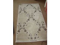 Small Cream Patterned Rug In Excellent Condition