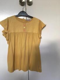 M&S girls t-shirt aged 5-6