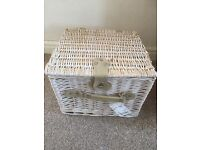 2 person picnic basket - never used