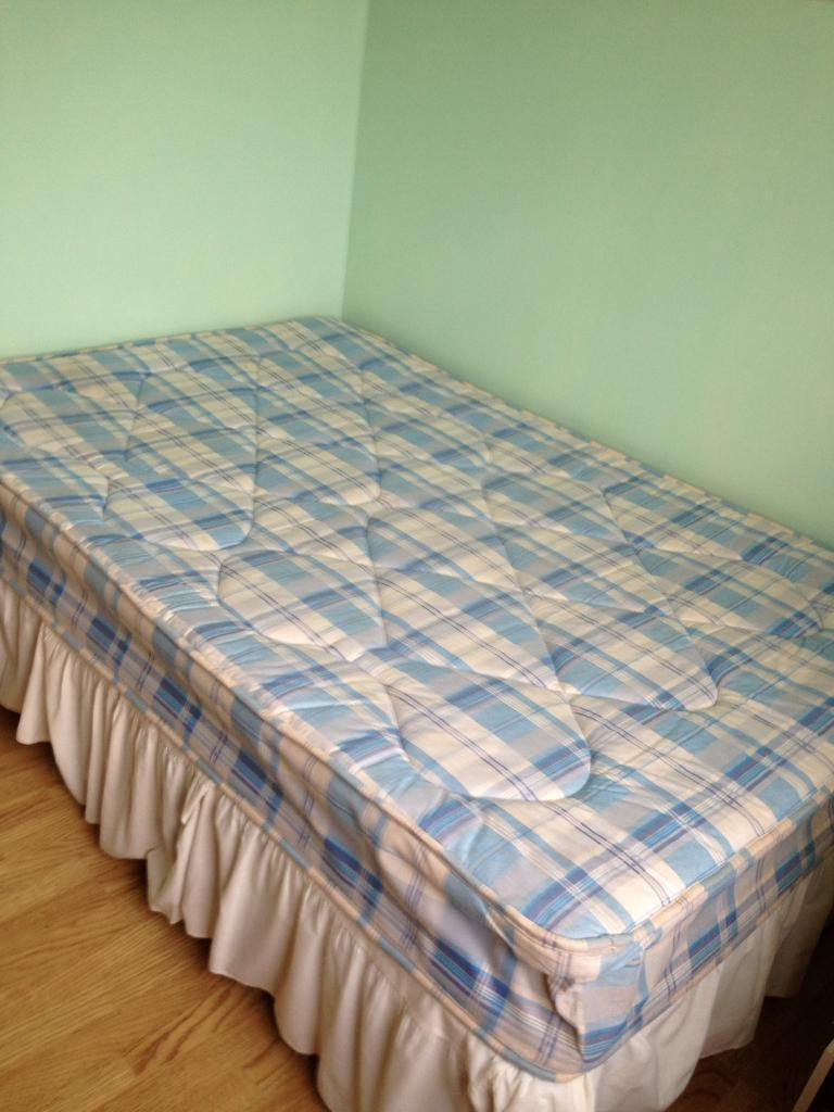 Small Double 4ft Divan Bed with Matress