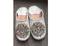 White leather Moroccan babouche slippers 6