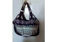 Lovely purple shoulder bag with knitting pattern