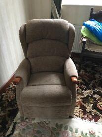 HSL Linton Riser Recliner chair - cocoa