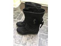 Women boots size 7 never worn