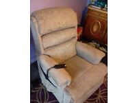 Quality Electric Recliner Remote Control Rise and Recline Chair Very Good condition FREE del