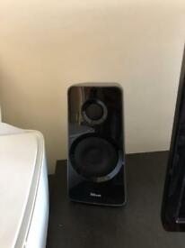 Trust Tytan 2.1 pc speakers ex. Condition
