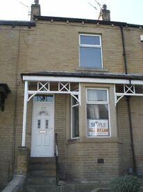 Mid Terrace House - Large Property, Fully Furnished - Sufton Street, Birkby, HD2