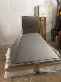 Cooker hood hotpoint - almost new