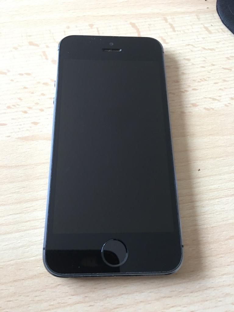 Apple iphone 5s 32gb black mint on 02 giffgaff