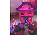 Minnie Mouse house, aeroplane, van and accessories