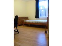 ATTRACTIVE LARGE ROOM to RENT in SHARED HOUSE