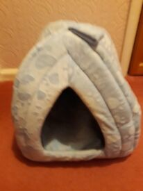 FOR SALE SMALL PET IGLOO BED