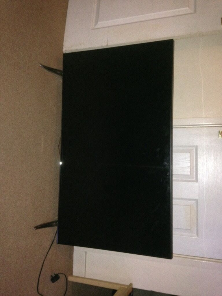 49ich tech wood FULL HDTV smart tv perfect condition. Only 6months old