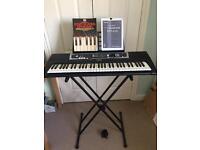 Yamaha YPT-210 Full Size Electronic Keyboard
