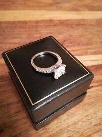 18ct white gold 0.78ct diamond cluster ring