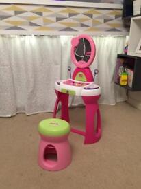 Minnie Mouse dressing table