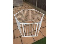 Lindam PlayPen in White, Lovely Condition.
