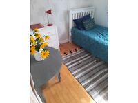 LARGE SINGLE ROOM available now in SW11 inclusive of bills.