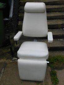 white recliner beauty salon / hairdresser chair