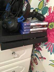PS4 500gb comes with box and turtle beach headset