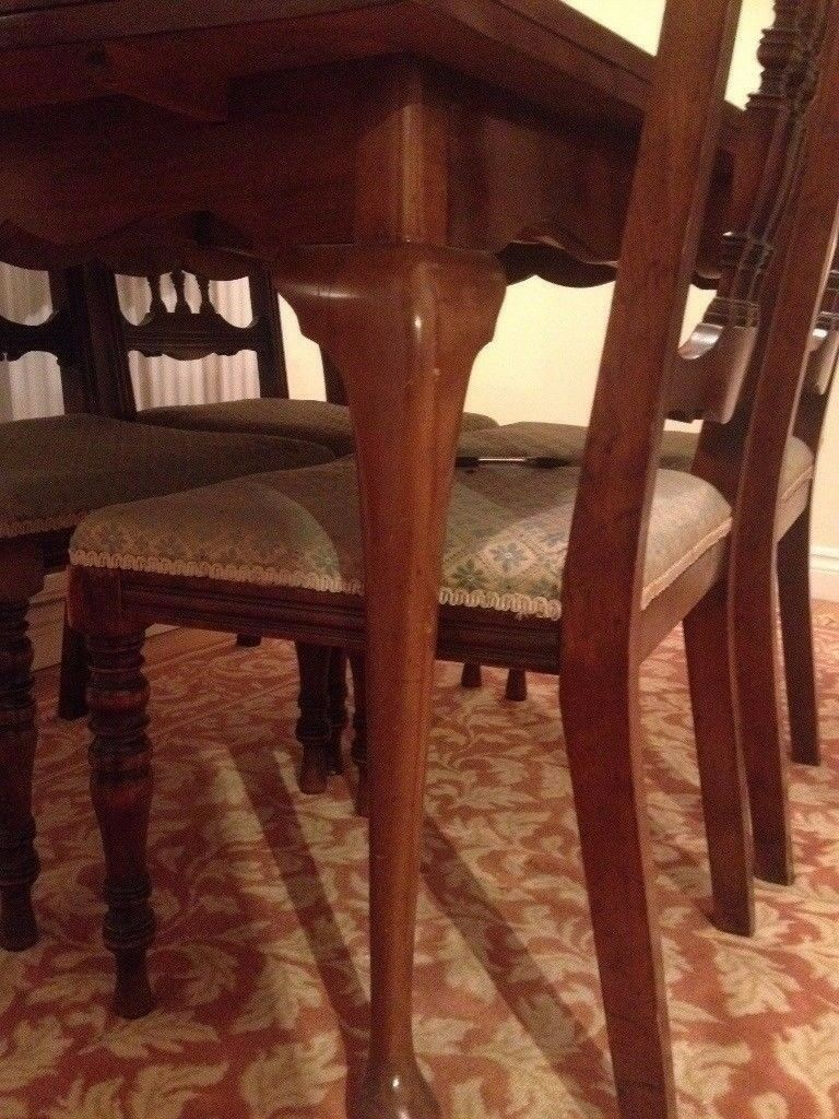Beautiful antique walnut table and 4 chairs walnut
