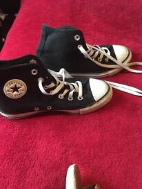 Converse Black sparkly size 4 very good condition.