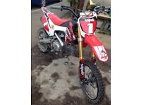 Stomp 140 pitbike crf110 under a month old