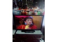 Hitachi 32 inch TV with built in Freeview