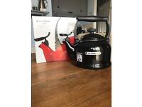 Le Creuset Traditional Kettle with Whistle 2.1l in Black