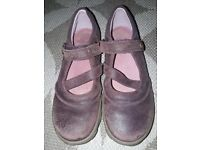 Clarks size 2F deep burgundy shoes