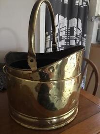 Antique brass coal scuttle 32cm in dia