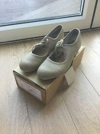 Tan Tap Shoes Size 4.5