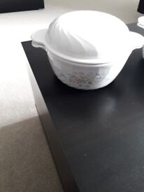 Set of 2 casserole dishes with cover