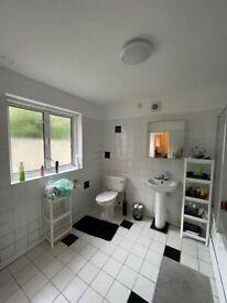 *Huge 5 bedroom, 2 bathroom house for rent in Stratford*