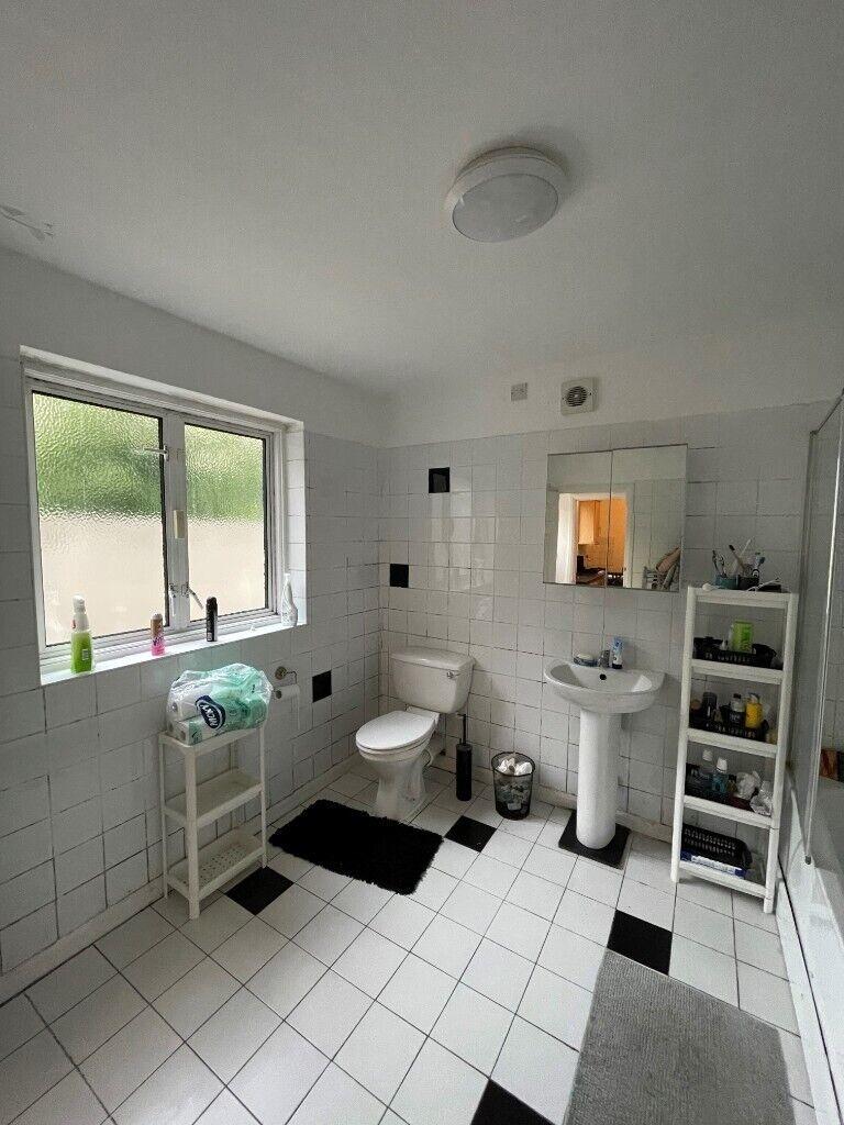 Huge 200 bedroom, 20 bathroom house for rent in Stratford   in ...