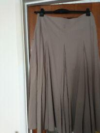 Ladies summer skirt. Size 14.