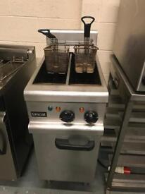 Electric Lincat fryer commercial catering restaurant hotels pubs cafe equipments double tank basket