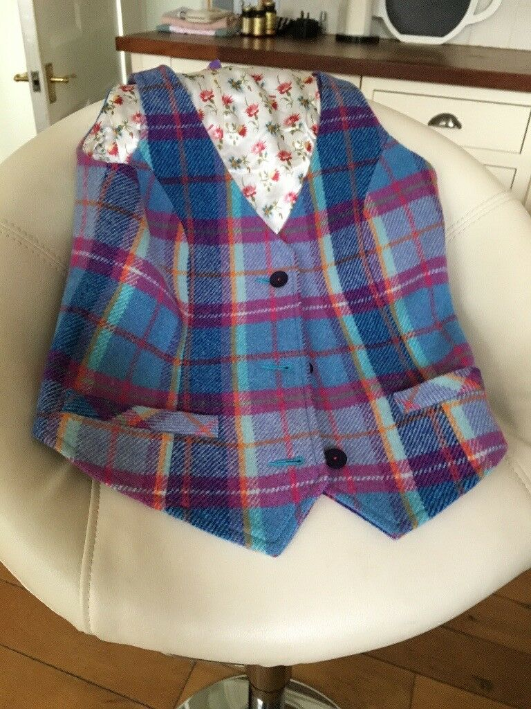 Ness Ladies Waistcoat Size 10. Beautiful tweed. Never worn