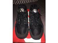 Triple black Nike air huarache