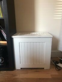 Wooden Cream / White chest dress storage box