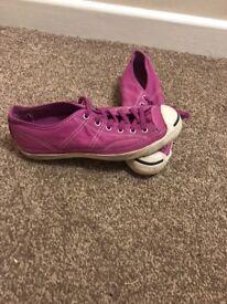 Women's converse size 4.5