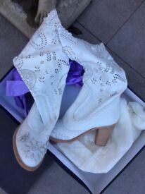 Anna Sui - DESIGNER WHITE BUTTERLFY BOOT. UNWORN. IN FASHION. PERFECT CONDITION.