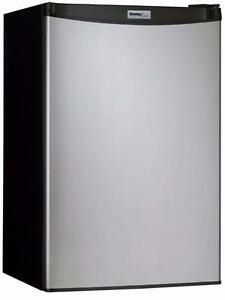 Mini réfrigérateur en acier inox 20'', 4.4 pi. cu., Danby