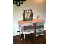 Striking dressing table, stool and free standing mirror.