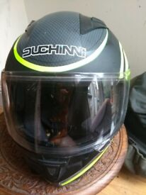 Duchinni D705 Syncro Helmet - Black/Neon in great condition, only a year old. Size small