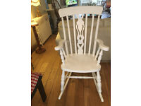 A LOVELY TRADITIONAL ROCKING CHAIR WITH SUPER FIDDLE DESIGNTO THE CENTRE BACK