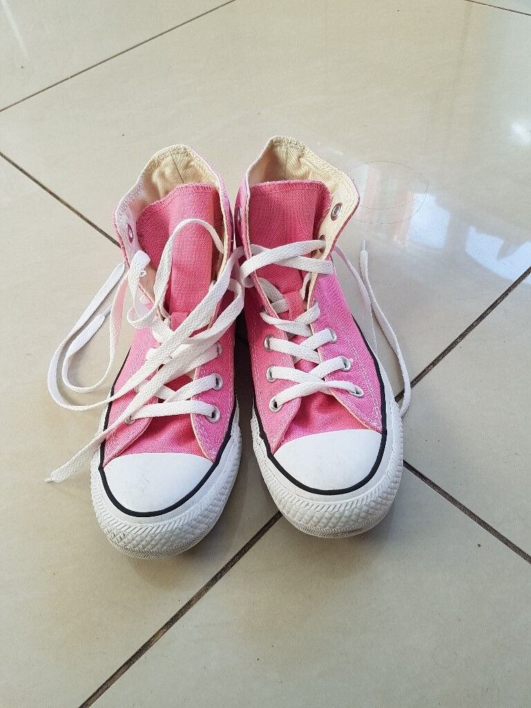 1e1f3db49ef Girls pink converse all star UK size 4