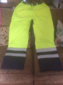 1 x pair medium salopettes + 1 x pair large trousers waterproof