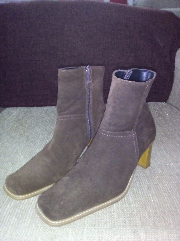 For Sale : Brown Suede Boots