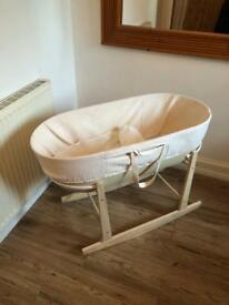 Moses basket with rocking base